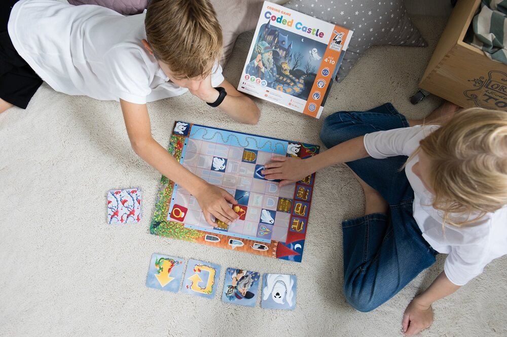 Coded Castle. Coding game. Captain Smart - family board game for 4+ year old kids