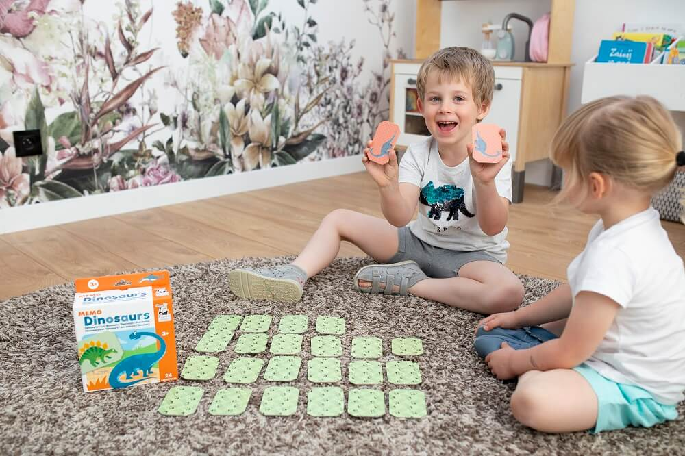 Memo Dinosaurs. Captain Smart - game for 3+ year old kids